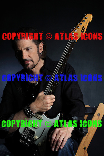 BRUCE KULICK, 2009, NEIL ZLOZOWER STUDIO, VINTAGE GUITAR COLLECTION,