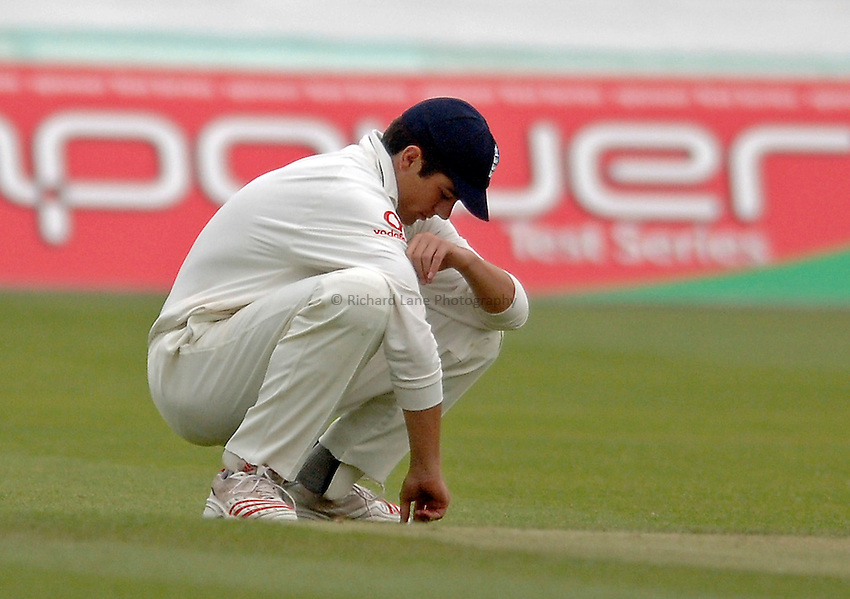 Photo: Glyn Thomas..England v Sri Lanka. nPower Test Match Series. 15/05/2006..England's Alastair Cook looks dejected after dropping a catch.