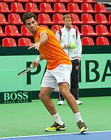 06-02-12, Netherlands,Tennis, Den Bosch, Daviscup Netherlands-Finland, Training, Debutant Jean-Julian Rojer  word gadegeslagen door captain Jan Siemerink.