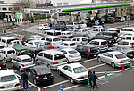 March 23, 2011, Tokyo, Japan - The parking area of a local self-service filling station is full with drivers wanting to fill their vehicles in Tokyo on Wednesday, March 23, 2011. More than a week after the magnitude 9.0 earthquake and following tsunami that devastated northeastern Japan, the greater Tokyo area has had a severe fuel shortage, prompting drivers to scramble to local filling stations. (Photo by Natsuki Sakai/AFLO) [3615] -mis-