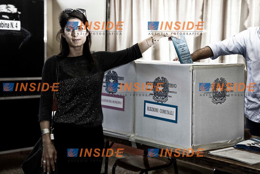 Virginia Raggi<br /> Roma 06-06-2016 La Candidata sindaco di Roma alle elezioni Comunali per il Movimento 5 Stelle al voto.<br /> Rome 6th June 2016. The candidate Mayor of Rome for Movement 5 Stars Party voting.<br /> Photo Samantha Zucchi Insidefoto