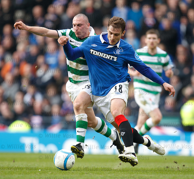 Nikica Jelavic outmuscles Scott Brown