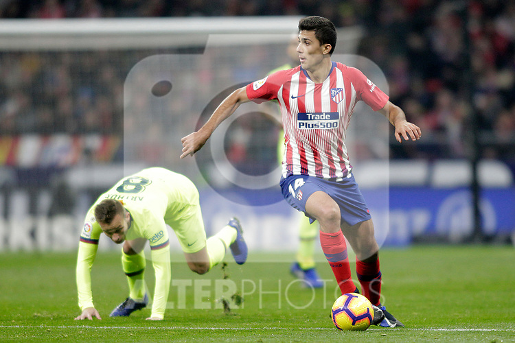 Club Atletico de Madrid's Rodrigo Hernandez (R) and Futbol Club Barcelona's Arthur Melo  during La Liga match. November 24,2018. (ALTERPHOTOS/Alconada)