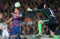 FUSSBALL   CHAMPIONS LEAGUE SAISON 2011/2012   HALBFINALE   RUECKSPIEL        FC Barcelona - FC Chelsea       24.04.2012 Alexis Sanchez (li, Barca) gegenT orwart Petr Cech (re, FC Chelsea)