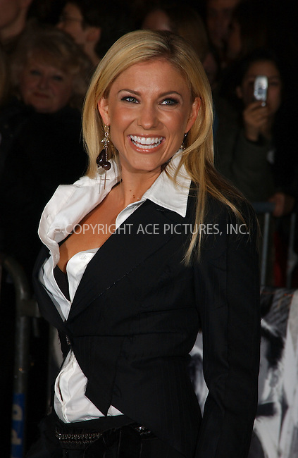 """WWW.ACEPIXS.COM . . . . .  ....November 13 2005, New York City....Julie Roberts....Red Carpet arrivals at the 20th Century Fox premiere of """"walk The Line"""" at the Beacon Theatre....Please byline: AJ Sokalner - ACE PICTURES..... *** ***..Ace Pictures, Inc:  ..Philip Vaughan (212) 243-8787 or (646) 769 0430..e-mail: info@acepixs.com..web: http://www.acepixs.com"""
