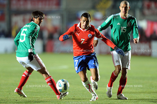 (L-R) Darvin Chavez (MEX), Alexis Sanchez (CHI), Jorge Enriquez (MEX), JULY 4, 2011 - Football :Copa America Argentina 2011 Group C match between Chile 2-1 Mexico at Bicentenarium Stadium in San Juan, Argentina. (Photo by aicfoto/AFLO)