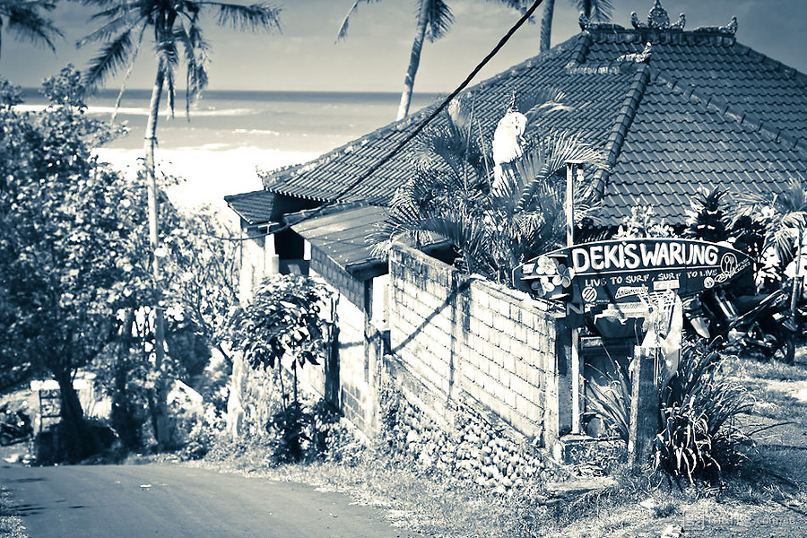 The road down to Pondok Pitaya - Deki's Warung makes a great burger & fries with a view fantastic view over Balian Beach.