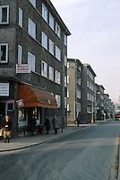 Frankfurt: Heimatsiedlung, 1927-30. In Sachsenhausen. Ernst May.