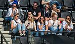 AMSTELVEEN -  Veel geblesseerde bij OR   tijdens de hoofdklasse competitiewedstrijd hockey dames,  Amsterdam-Oranje Rood (5-2). oa Valerie Magis (OR) , Lisa Scheerlinck (OR) , , Daphne van der Velden (OR) COPYRIGHT KOEN SUYK