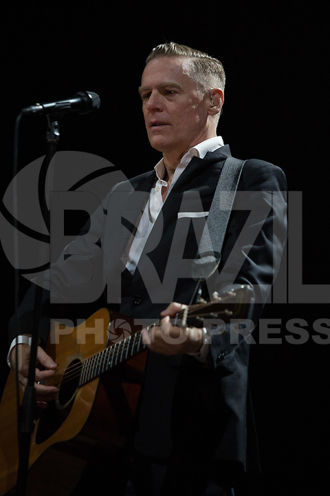 SÃO PAULO, SP, 30.04.2017 - SHOW-SP - Cantor e compositor canadense Bryan Adams durante  show no Citibank Hall na zona sul de São Paulo na noite deste sábado, 30. (Foto: Ciça Neder/Brazil Photo Press/Folhapress)
