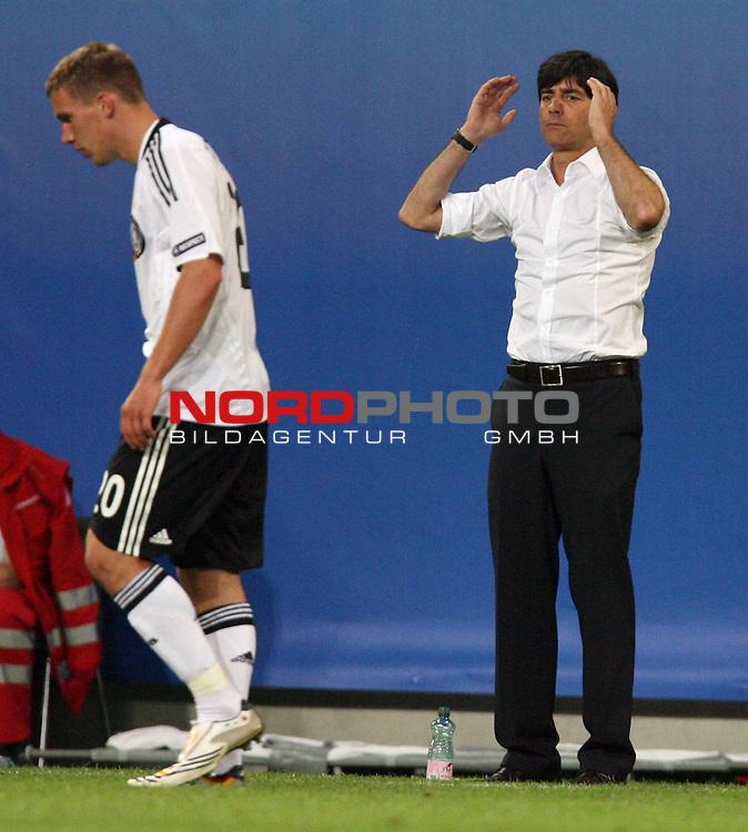 UEFA Euro 2008 Group B Klagenfurt - W&ouml;rthersee Match 04 Deutschland ( GER ) - Polen ( POL ) 2:0 (1:0). <br /> Lukas Podolski ( Germany / Angreifer / Forward / Bayern Muenchen #20 ) und Joachim Loew (L&ouml;w) - ( Germany / Trainer / Coach ) an der Seitenlinie. Foto &copy; nph (  nordphoto  )