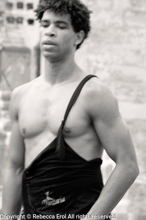 Carlos Acosta in ballet class, 2006