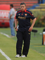 MEDELLIN -COLOMBIA-08-02-2014. Pedro Sarmiento tecnico del Medellin.Accion de juego entre los equipos del Independiente Medellin y el Independiente Santa Fe   partido por la cuarta fecha de La Liga Postobon1 jugado en el estadio Atanasio Girardot . Pedro Sarmiento coach of Mdellin. Action game between teams Independiente  Medellin and Santa Fe game for the fourth round of La Liga Postobon1 played at Atanasio Girardot stadium: VizzorImage / Luis Rios / Stringer