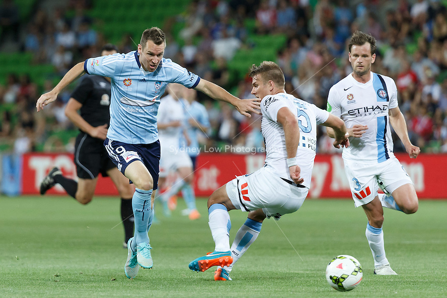 Shane SMELTZ of Sydney runs with the ball in the round seven A-League match between Melbourne City and Sydney FC at AAMI Park in Melbourne, Australia during the 2014/2015 Australian A-League season. Melbourne lost to Sydney 1-2