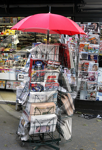PARIS - FRANCE - 03 MAY 2005-- A newspaper and magazine stand. -- PHOTO: JUHA ROININEN / EUP-IMAGES