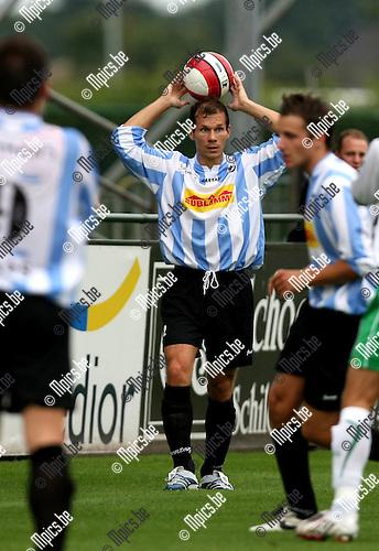 2008-08-09 / Voetbal / Verbroedering Geel-Meerhout / Tom Vandervee..Foto: Maarten Straetemans (SMB)