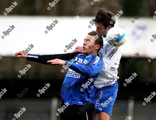 2009-01-25 / Voetbal / Rupel-Boom - KSK Tongeren / Jarich Dewoyer (L, Rupel-Boom) in een kopduel met Motmans..Foto: Maarten Straetemans (SMB)