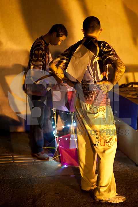 SAO PAULO, SP- PIPAS,  Kite in Nigth Fest apresentou ao publico ornamentadas capuchas e papagaios que iluminaram a noite de 26 de maio, no Memorial da America Latina. Nesta edição foram apresentadas quatro categorias sendo elas, Criatividade Nortuna, Beleza Noturna, Destaques Noturnos e Escolha do Público. FOTO VAGNER CAMPOS / BRAZIL PHOTO PRESS
