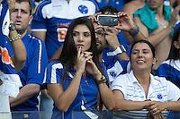 BELO HORIZONTE, MG, 13.04.2014 – CAMPEONATO MINEIRO 2014 – CRUZEIRO X ATLÉTICO-MG Torcedores  do Cruzeiro durante jogo contra Atlético-MG valido pela final do Campeonato Mineiro 2014, no estádio Mineirão, na tarde deste domingo (13) (Foto: MARCOS FIALHO / BRAZIL PHOTO PRESS)