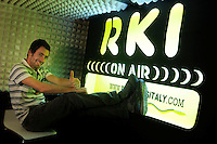 Marco, tecnico di regia. La redazione di Radio Kaos ItaLIS ,web radio di e per sordi, progetto creato dall'Associazione culturale Radio Kaos Italy..The editorial staff of Radio Kaos ItaLIS, web radio for the deaf, the project created by the Cultural Radio Kaos Italy.