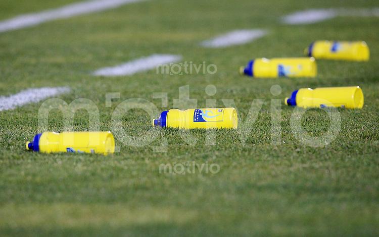 Fussball International Achtelfinale U 20 WM  Spanien 4 -2  Brasilien n.V. Trinkflaschen auf dem Rasen