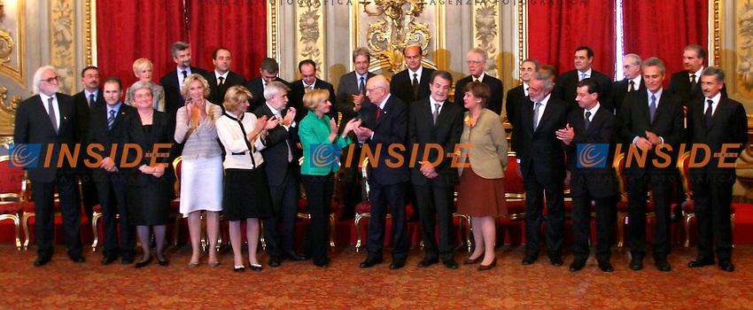 Roma, 17-05- 2006:Quirinale:Giuramento del nuovo Governo Prodi<br /> Nella foto i ministri insieme a Romano Prodi e Giorgio Napolitano<br /> Photo Serena Cremaschi Insidefoto