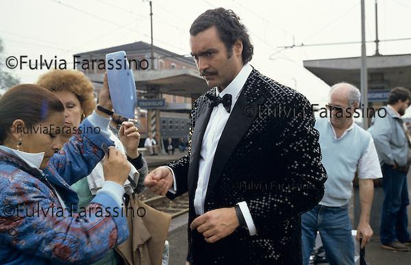 Treviglio, 1988, Diego Abatantuono sul set del film I Cammelli, Treviglio, 1988, Diego Abatantuono on I Cammelli movie set