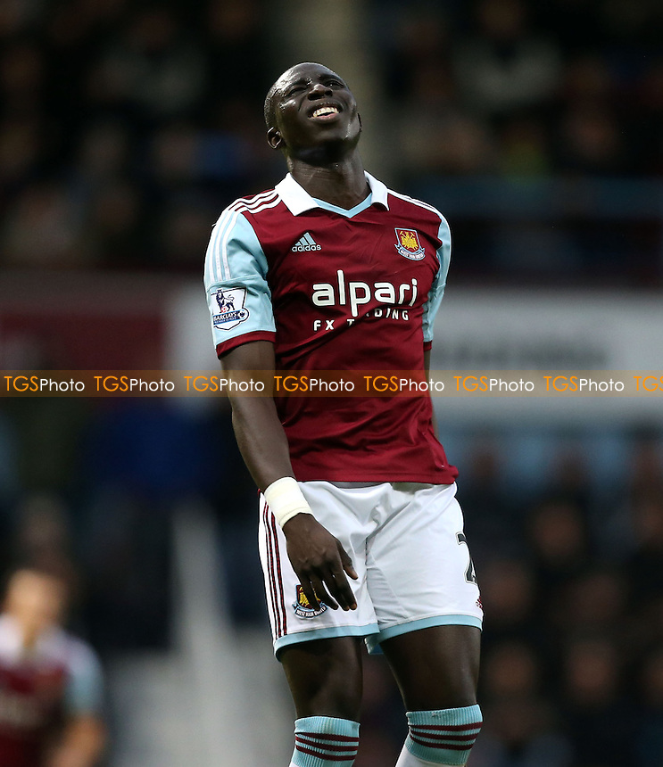A frustrated Mohamed Diame of West Ham - West Ham United vs Sunderland, Barclays Premier League at Upton Park, West Ham - 14/12/13 - MANDATORY CREDIT: Rob Newell/TGSPHOTO - Self billing applies where appropriate - 0845 094 6026 - contact@tgsphoto.co.uk - NO UNPAID USE