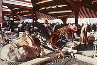 Europe/France/Limousin/19/Corrèze/Pays de Brive/Brive-la-Gaillarde: Le marché G. Brassens - Volailles<br /> PHOTO D'ARCHIVES // ARCHIVAL IMAGES<br /> FRANCE 2000