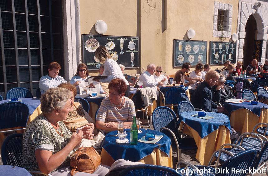 Italien, Venetien , Cafe in Malcesine am Gardasee
