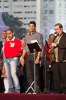 SAO PAULO, SP, 01 DE MAIO DE 2013 - FESTA CUT NO ANHANGABAÚ - O prefeito da cidade de São Paulo, Fernando Haddad, durante Festa do Dia do Trabalho na praça do Anhangabaú em São Paulo, nesta quarta-feira, 01. FOTO: MARCELO BRAMMER / BRAZIL PHOTO PRESS