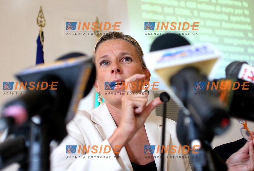 Roma, 04/10/2006 Conferenza stampa del Ministro per le politiche giovanili e le Attivit&agrave; sportive, Giovanna Melandri di presentazione dei provvedimenti in materia di sport contenuti nella finanziaria. <br /> Photo Samantha Zucchi INSIDE