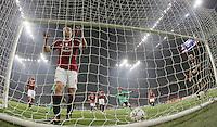 FUSSBALL   CHAMPIONS LEAGUE   SAISON 2011/2012     23.11.2011 AC Mailand - FC Barcelona Enttaeuschung Mark Van Bommel (li, AC Mailand) nach seinem Eigentor zum 0-1
