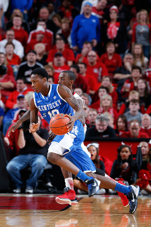 LOUISVILLE, KY - DECEMBER 29: Archie Goodwin #10 of the Kentucky Wildcats handles the ball against the Louisville Cardinals during the game at KFC Yum! Center on December 29, 2012 in Louisville, Kentucky. Louisville won 80-77. Archie Goodwin