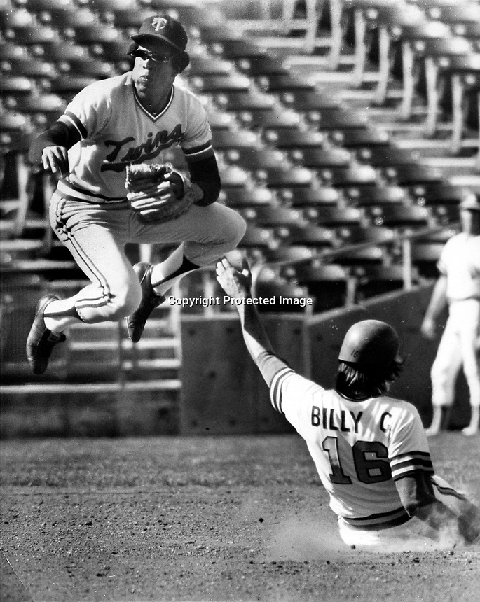 Twins Rod Carew completes DP, the A's Billy conigliaro out at 2nd. (1973 photo by Ron Riesterer)