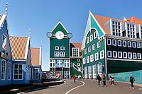Station en Stadhuis van Zaandam. Links Inntel hotels