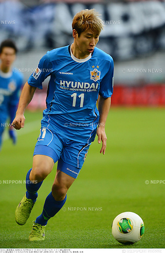 Lee Keun-Ho (Ulsan),.DECEMBER 9, 2012 - Football / Soccer :.FIFA Club World Cup Japan 2012 Quarter-final match between Ulsan Hyundai 1-3 CF Monterrey at Toyota Stadium in Aichi, Japan. (Photo by Takamoto Tokuhara/AFLO)
