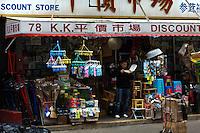 A man eats lunch on a store at Manhattan's Chinatown in New York, Nov 11, 2013. VIEWpress/Eduardo Munoz Alvarez