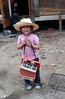 Roma 10  Maggio 2008.Rom's camp Casilino 900.Roma  Bosnian child with the accordion.Bambina rom bosniaco con la fisarmonica