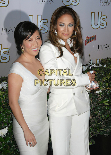 JANICE MIN & JENNIFER LOPEZ.The US Hot Hollywood 2007 held at Sugar in Hollywood, California, USA. .April 26th, 2007.half length white jacket trousers suit dress award trophy .CAP/DVS.©Debbie VanStory/Capital Pictures