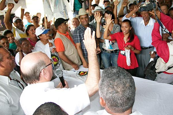 Hipolito Mejia, candidato a la presidencia por el Partido Revolucionario Dominicno, en campaña presidencial por los pueblos de la linea noroeste,Castanuelas,Villa elisa,Hatillo palma,Las cayas,Villa vasquez,Las matas de santa cruz