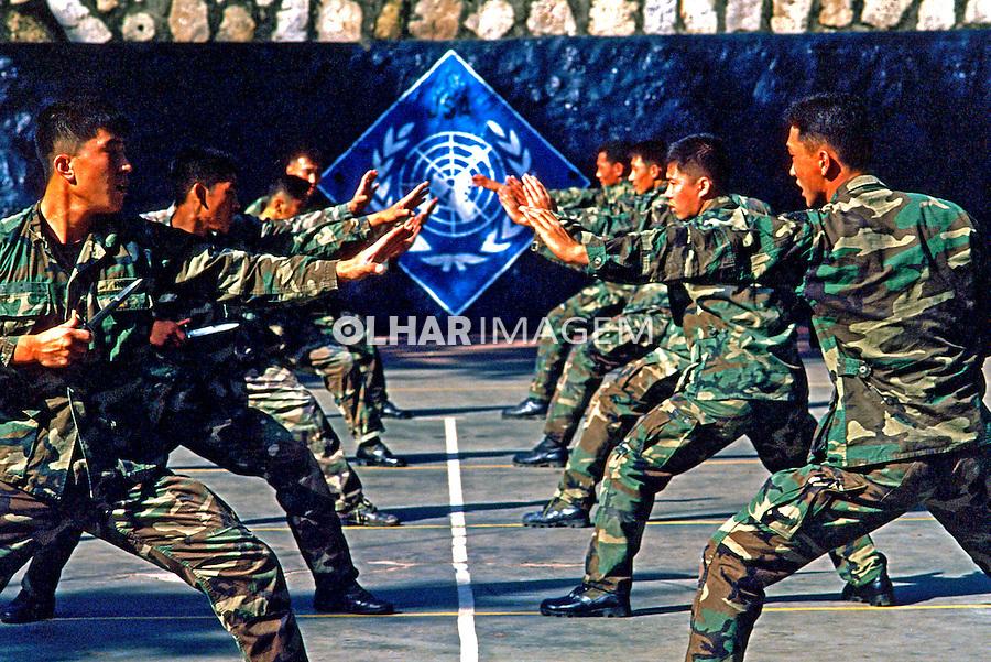 Exército coreano em treinamento de artes marciais. Seul, Coréia do Sul. 1999. Foto de Ricardo Azoury.