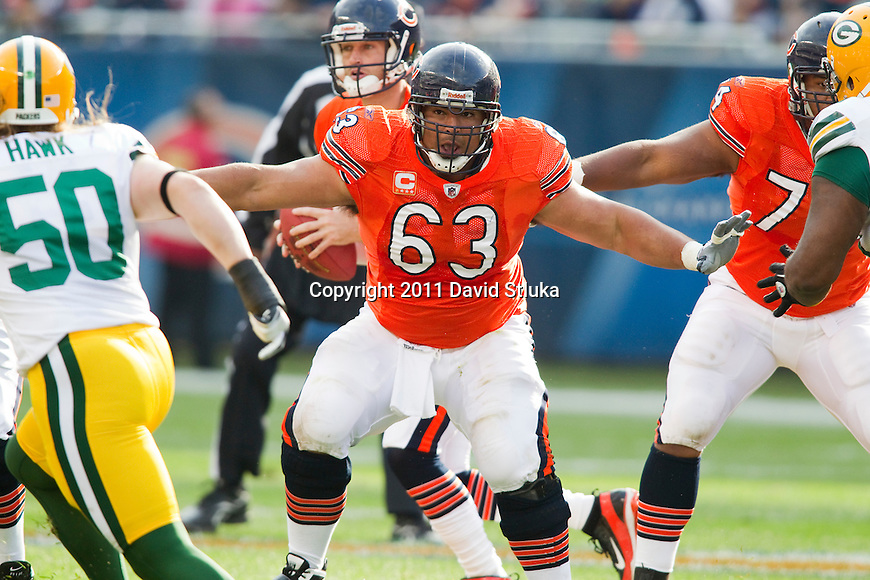Chicago Bears offensive lineman Roberto Garza (63) pass blocks during a week 3 NFL football game against the Green Bay Packers on September 25, 2011 in Chicago. The Packers won 27-17. (AP Photo/David Stluka)