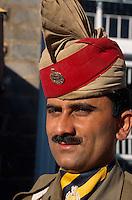 Indien, Himachal Pradesh, Shimla, Polizist auf der Mall