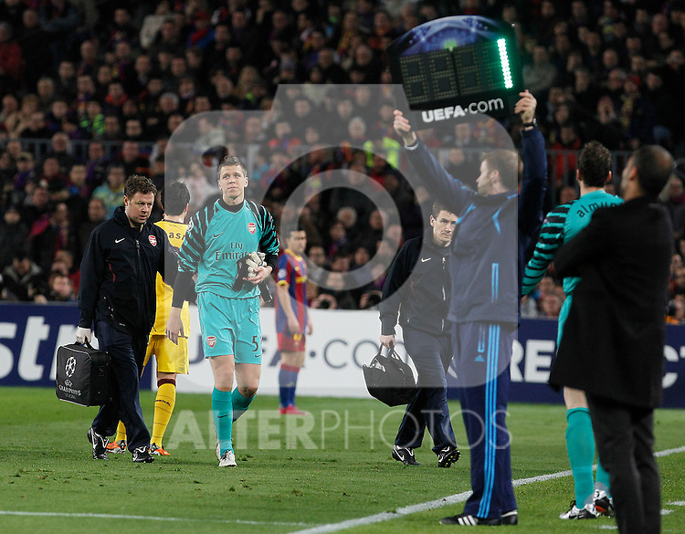 Arsenal's Wojciech Szczesny (c) injured during UEFA Champions League match.March 8,2011. (ALTERPHOTOS/Acero)