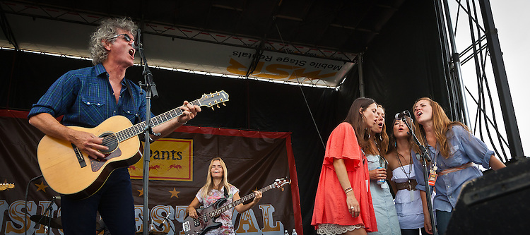 Rodney Crowell sings with The Trishas at the Red Ants Pants Muisc Festival