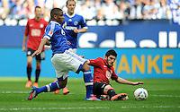FUSSBALL   1. BUNDESLIGA   SAISON 2011/2012   33. SPIELTAG FC Schalke 04 - Hertha BSC Berlin                         28.04.2012 Jefferson Farfan (FC Schalke 04) gegen  Fanol Perdedaj (re, Hertha BSC Berlin)