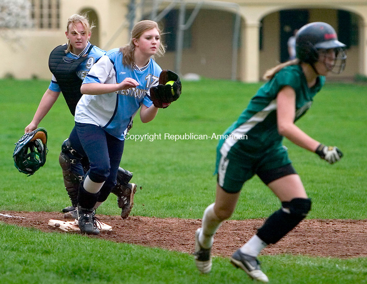 MIDDLEBURY, CT- 28 APRIL 07- 042807JT15-<br /> Westover's Molly Sheehan and pitcher Kelly Pryor put the pressure on Hamden Hill's Alexa DellaRocco as she's caught between third and home during Saturday's game at Westover.<br /> Josalee Thrift Republican-American