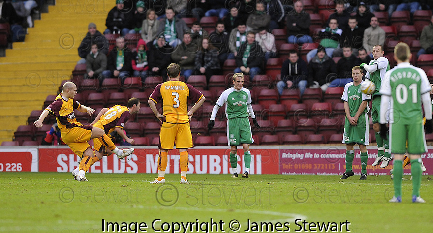 22/11/2008  Copyright Pic: James Stewart.File Name : sct_jspa04_motherwell_v_hibernian.BOB MALCOLM SCORES MOTHERWELL'S FIRST.James Stewart Photo Agency 19 Carronlea Drive, Falkirk. FK2 8DN      Vat Reg No. 607 6932 25.Studio      : +44 (0)1324 611191 .Mobile      : +44 (0)7721 416997.E-mail  :  jim@jspa.co.uk.If you require further information then contact Jim Stewart on any of the numbers above.........