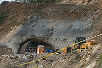 Trabajos en la construcción de los túneles en la carretera de La Línea en Colombia. / Works in the building of the tunels on the La Línea highway in Colombia. Photo: VizzorImage / Gabriel Aponte / Staff